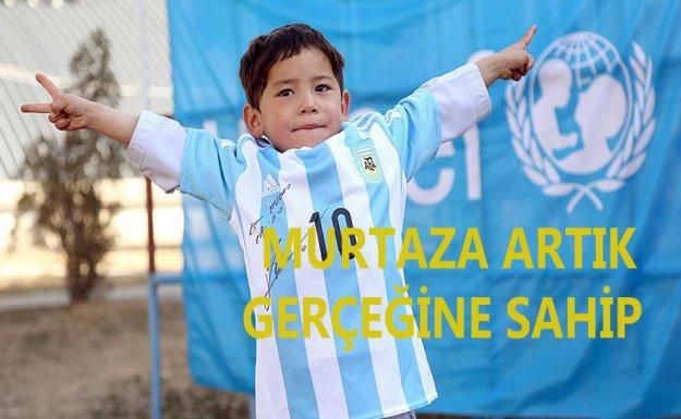 Messi'den Afgan çocuğa imzalı forma