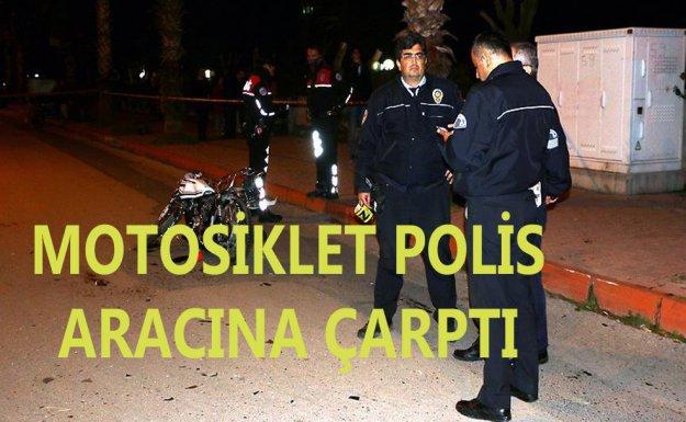 Motosiklet Polis Aracına Çarptı: 1 Ölü 2 Yaralı Var