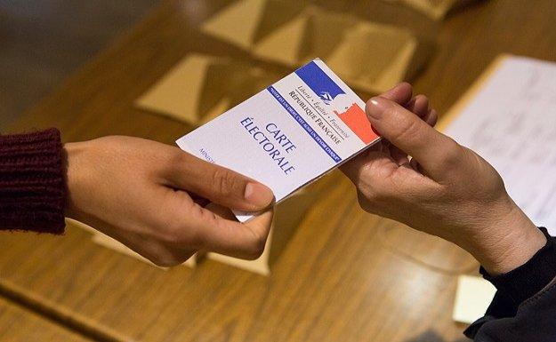 Fransa'da yerel seçimlerin kazananı merkez sağ oldu