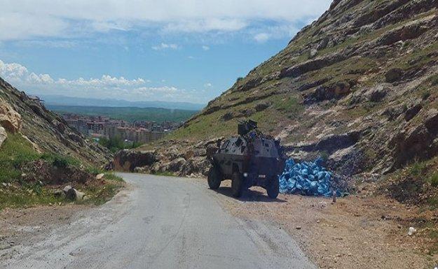 Jandarma zırhlı aracına bomba yüklü araçla saldırı
