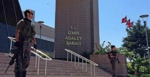 İzmir'de Emniyet Mensubu 40 Kişi Tutuklandı