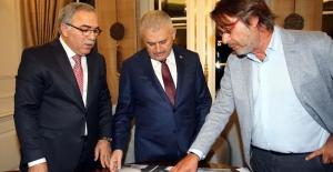Başbakan Yıldırım TOKİ Başkanı Turan İle Göztepe Heyetini Kabul Etti