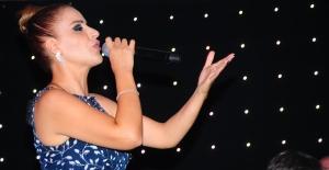 Zara Kıbrıs'ta Müzik Ziyafeti Yaşattı