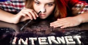 Gençlerin İnternet Bağımlılığı Psikolojik Sorunları Beraberinde Getiriyor