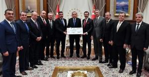 TOBB, 15 Temmuz Şehitleri İçin Topladığı Yardım Çekini Erdoğan'a Takdim Etti