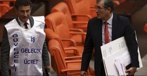 CHP'li Sarıbal'dan Mecliste Önlüklü Protesto