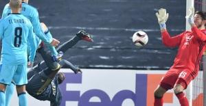 Fenerbahçe, Feyenoord'u Yenerek Gruptan Lider Çıktı