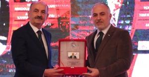 """Kızılay'a """"Yılın Sivil Toplum Kuruluşu """" Ödülü"""