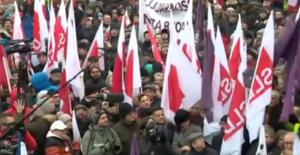 Polonya Halkı Basın Özgürlüğü İçin Eylemde