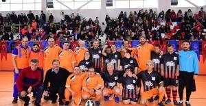 Ünlü İsimler Engelliler Günü İçin Futbol Maçı Yaptı