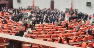 Anayasa Değişikliği Teklifinin 17'inci Maddesi Oylanıyor