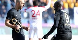Antalyaspor Son Dakikalarda Bulduğu Gollerle Galip Geldi