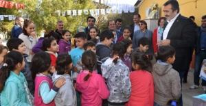 Çukurova Belediye Başkanı Çetin Öğrencilere Kitap Hediye Etti