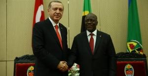 """Cumhurbaşkanı Erdoğan: """"FETÖ'nün Afrika'dan Temizlenmesinde Sorumluluk Üstlenmeye Hazırız"""""""