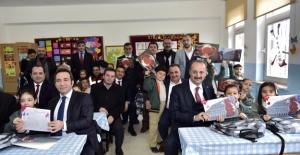 Mamak Belediye Başkanı Akgül Karne Sevincine Ortak Oldu