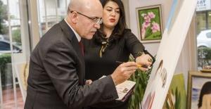 Ressam Tülin Ünlü İsimlere Proje Kapsamında Resim Çizdirdi