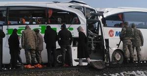 Iğdır'da İki Yolcu Otobüsü Çarpıştı
