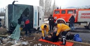 Sivas'ta Yolcu Otobüsü Devrildi: 1 Ölü, 40 Yaralı