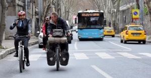 Başkan Hazinedar'a Bisikletle Mektup Geldi