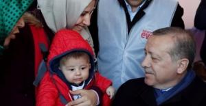 Cumhurbaşkanı Erdoğan İstanbul'da Evet ve Hayır Stantlarını Ziyaret Etti