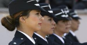 İçişleri Bakanlığı Kadın Personeline İstemesi Halinde Başörtüsü de Verecek