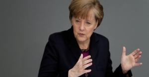 Merkel Referandumu Bekliyor