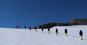 Türk Bilim Adamları Antartika'dan Selam Yolladı