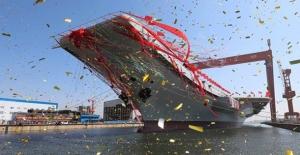 Çin'in İkinci Uçak Gemisi Suya İndi!