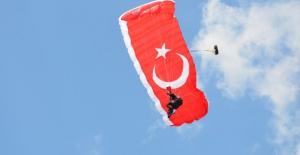 Türk Hava Kurumu Amatör Paraşütçüleri Efes'te Buluşturdu