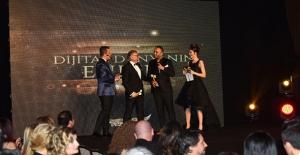 İç Mimar Ahmet Güneş'e Bir Ödülde Evos Angels'tan