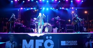 İstanbullular 19 Mayıs'ı MFÖ İle Üsküdar'da Kutladı