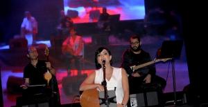 Özlem Özdil'den Türkü Dolu Bir Konser