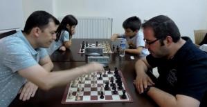 Bakırköy'de Baba-Çocuk Satranç Turnuvası Yapıldı