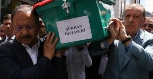 Cumhurbaşkanı Erdoğan Bakan Özhaseki'nin Annesinin Cenaze Törenine Katıldı