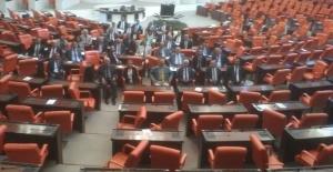 CHP'nin İç Tüzük Oturma Eylemi: TBMM Güvenliği İle CHP'liler Tartıştı
