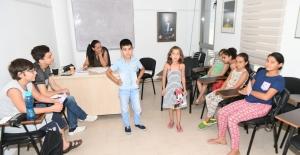 Çukurova'da Ücretsiz Tiyatro Kursları Devam Ediyor