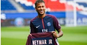 Neymar'ın Forması 6 Saatte Tükendi