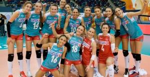 A Bayan Voleybol Milli Takımımız, Avrupa Şampiyonası'nda Ukrayna'yı 3-1 Yendi