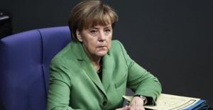 Almanya'da Sandıktan Hristiyan Birlik Partileri Birinci Olarak Çıktı