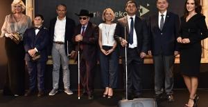 Türk Telekom'dan Görme Engellilere Tablolar Konuşuyor Sergisi