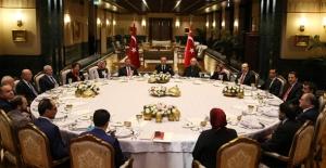 Cumhurbaşkanı Erdoğan, Beştepe Sofrası'nda Eğitimcileri Ağırladı