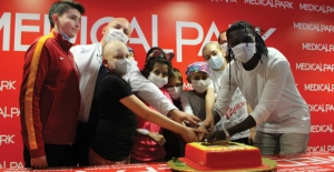 Galatasaray'lı Gomis'ten Lösemili Çocuklara Sürpriz