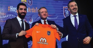 Arda Turan, Makro İnşaat Sponsorluğunda Başakşehir'e Transfer Oldu