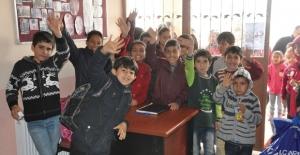 Çukurova Belediyesi'nden Aladağ'da İlköğretim Öğrencilerine Giyim Yardımı