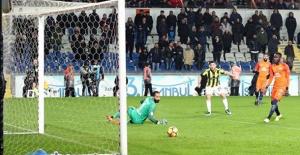 Fenerbahçe Lideri 2-0 Mağlup Etti