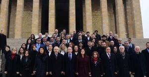 Kılıçdaroğlu Yeni PM VE YDK Üyeleriyle Anıtkabir'i Ziyaret Etti