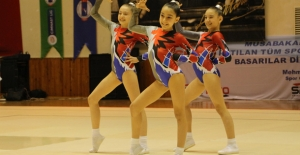 Aerobik Cimnastik Minikler Müsabakaları Kuşadası'nda Başladı