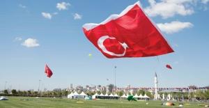 6. Uluslararası Uçurtma Festivali'nde Dev Türk Bayrağı