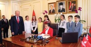 Başkan Uysal, Koltuğunu Yağmur Özer'e Bıraktı
