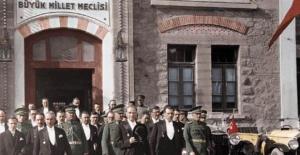 Meclis'teki İlk Tören TBMM Atatürk Anıtı'nda Yapıldı